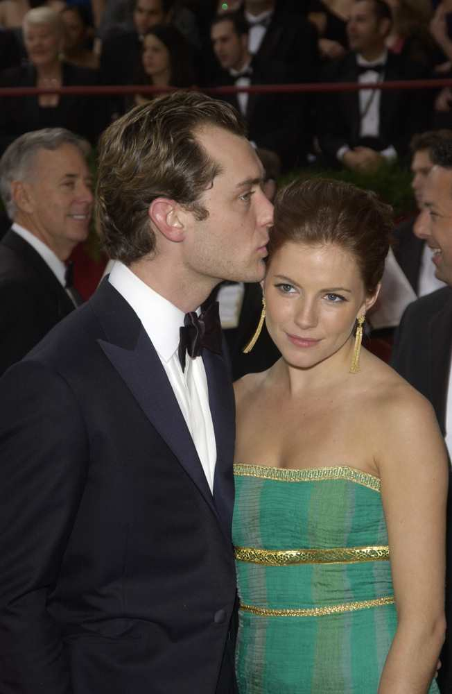 Jude Law and Sienna Miller couldn't make their relationship work the second time TheFuss.co.uk