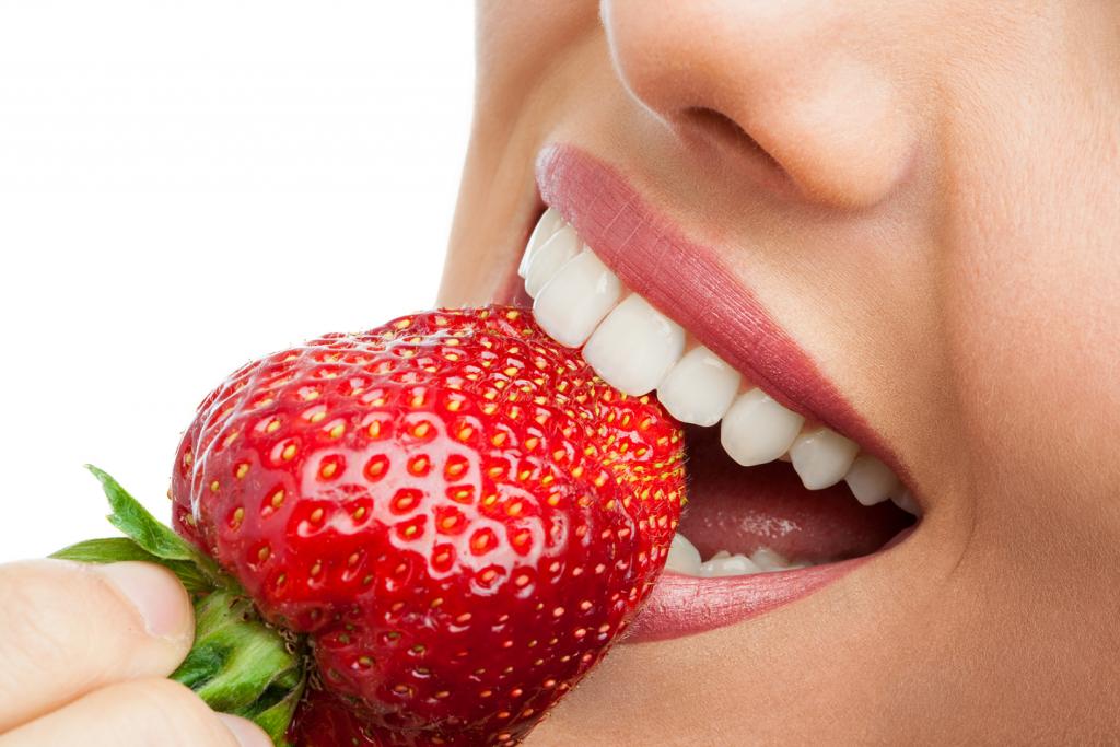 Strawberries help whiten the teeth naturally TheFuss.co.uk