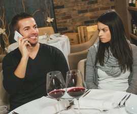 RErelationship-phone-shutterstock_247587763