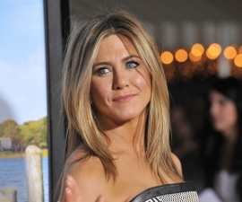 Jennifer Aniston bores us to tears with her red carpet style TheFuss.co.uk