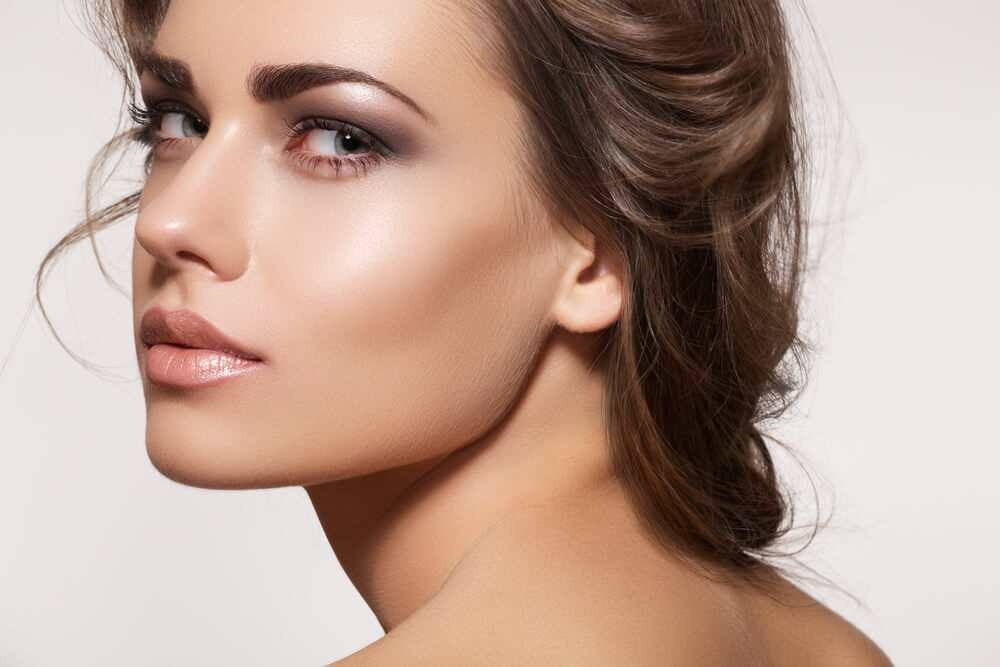 Keep your make-up fresh through summer with a light dusting of powder to set it in place TheFuss.co.uk