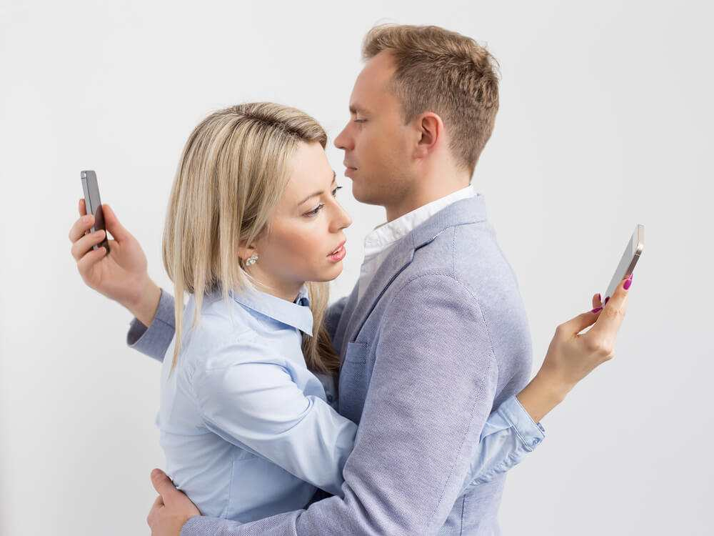 Addiction to our mobiles is stopping us from having sex TheFuss.co.uk