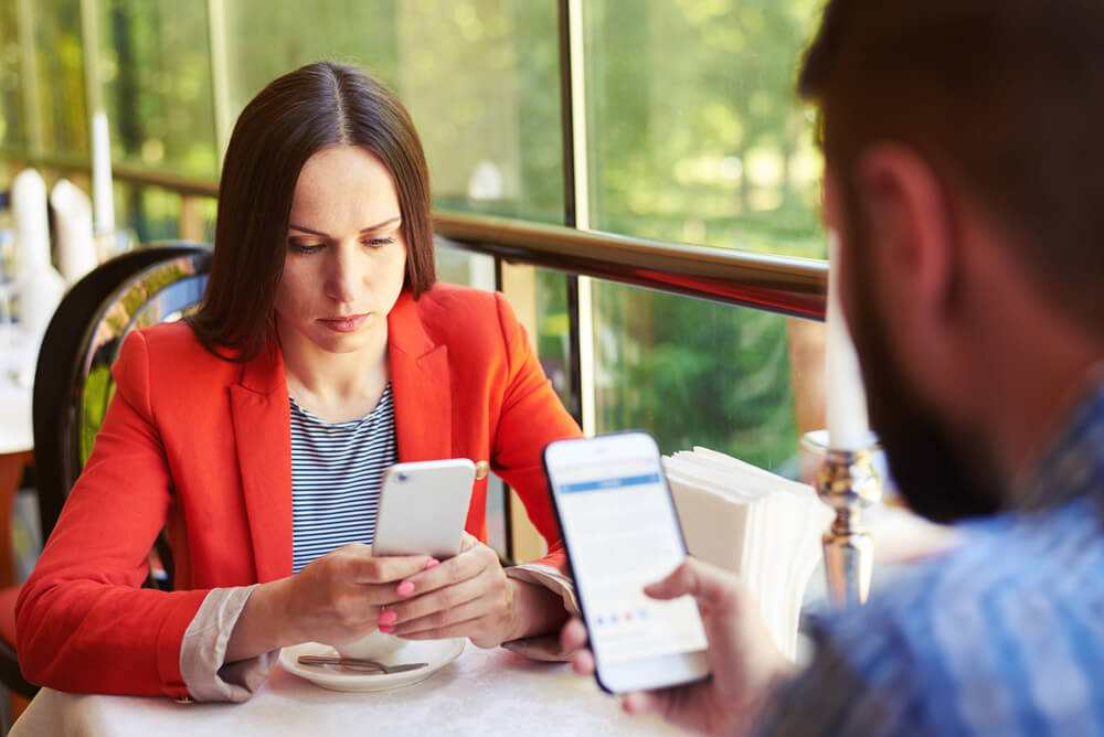 Phone addiction - is it causing tension in your relationship? TheFuss.co.uk