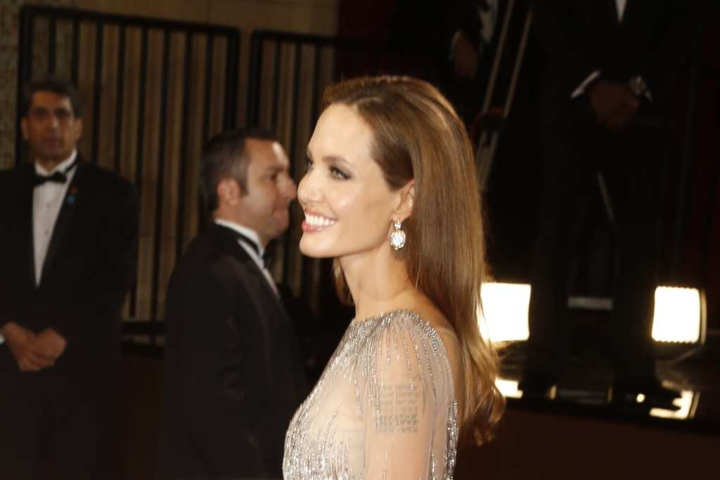 Angelina Jolie keeps it sleek and simple with her hairstyle TheFuss.co.uk