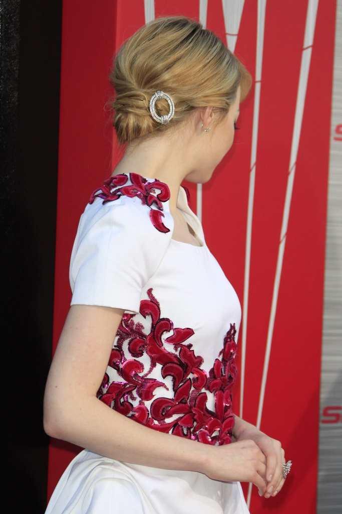 Emma Stone's simple bun is stylish and effective TheFuss.co.uk