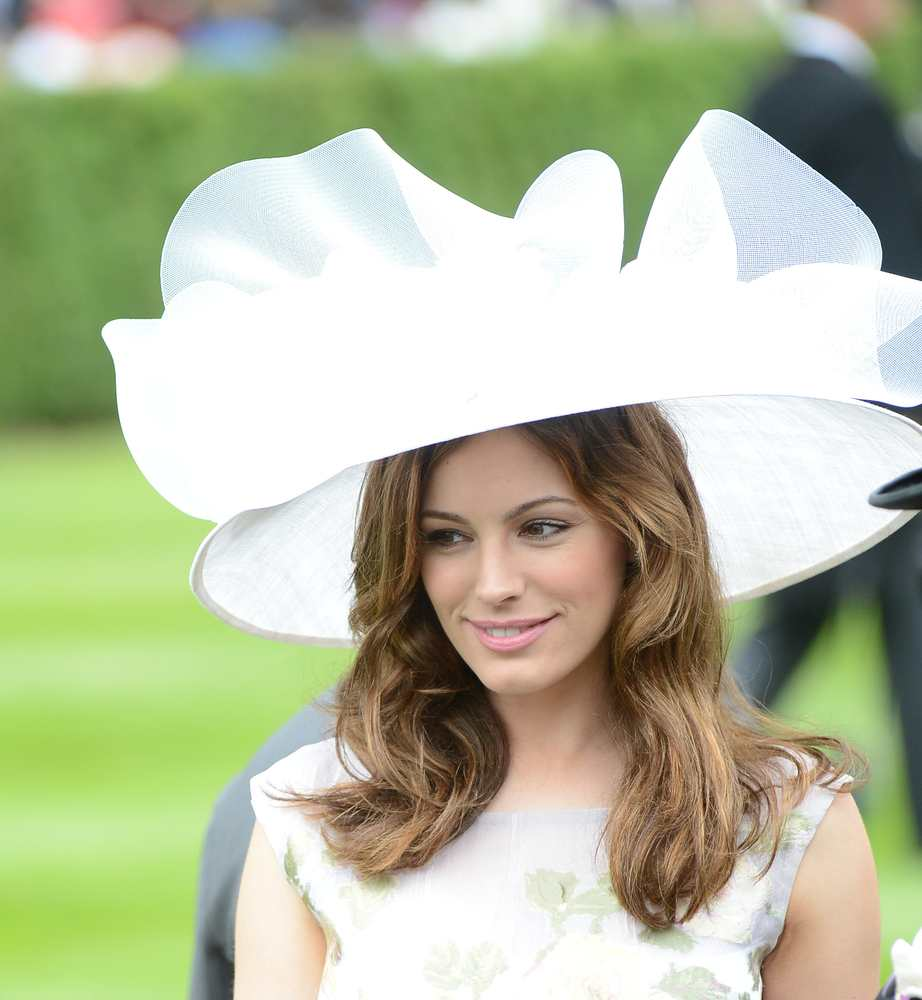 Will you wear a head piece to the races like Kelly Brook? TheFuss.co.uk
