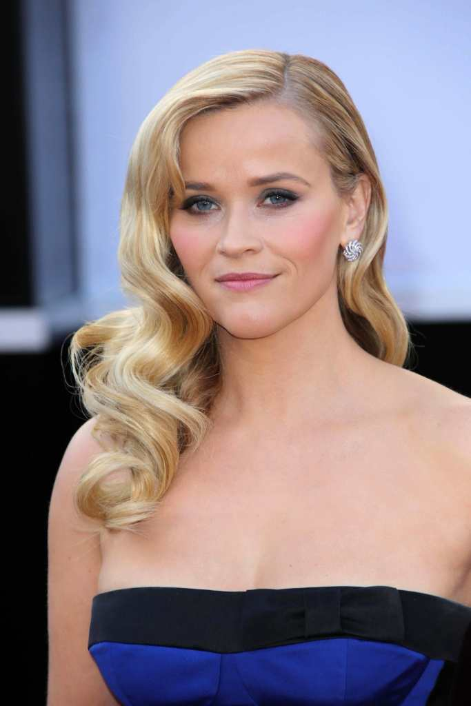 Reese Witherspoon nails the retro curls look perfectly TheFuss.co.uk