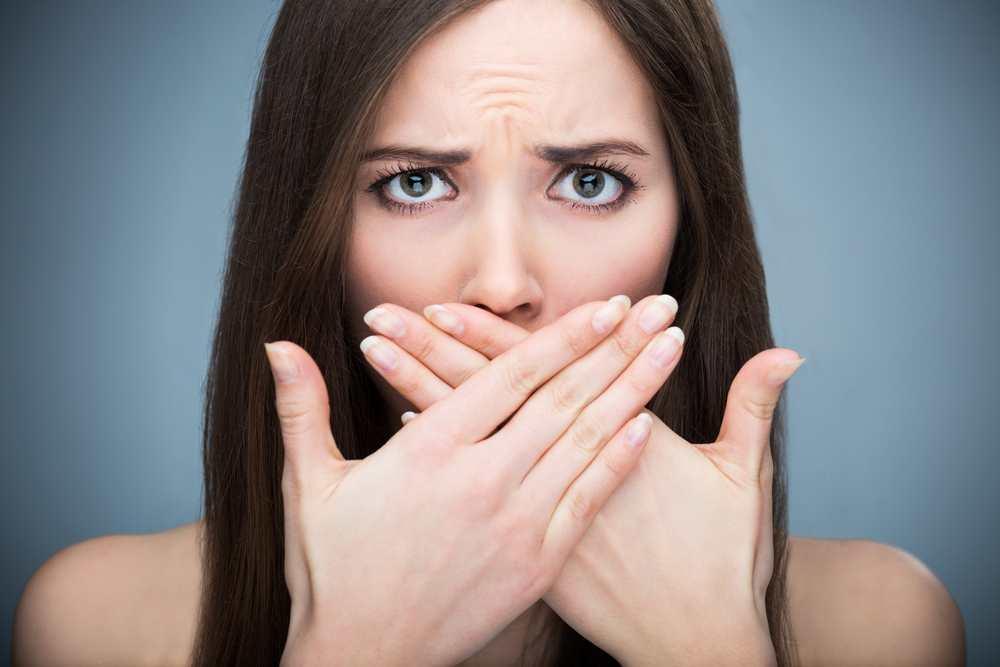 How to solve your partner's annoying habits, like bad breath TheFuss.co.uk