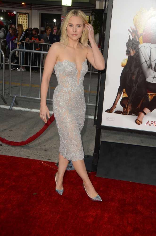 Kristen Bells stuns in lovely Reem Acra lace dress TheFuss.co.uk