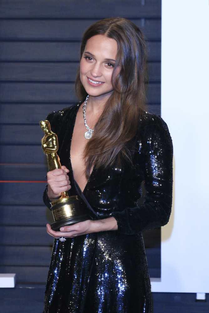 Alicia Vikander's best beauty moments TheFuss.co.uk