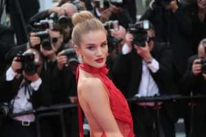 Rosie Huntington-Whiteley shares 3 tips for a flat stomach TheFuss.co.uk