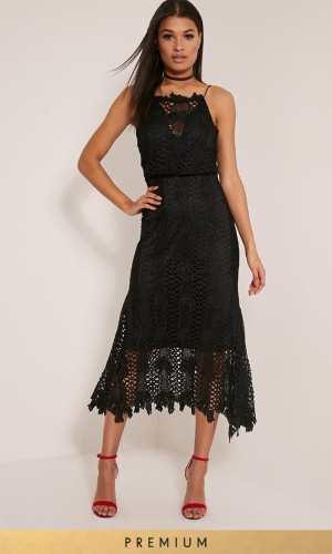 Pretty Little Thing REEYA BLACK PREMIUM LACE MIDAXI DRESS