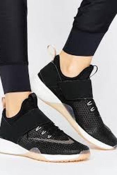 Nike Zoom Strong Trainers In Black