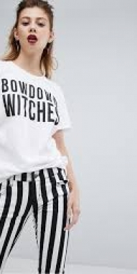 Boohoo Halloween Bow Down Witches Slogan T Shirt