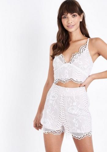 New Look Cream Lace Scallop Hem Shorts