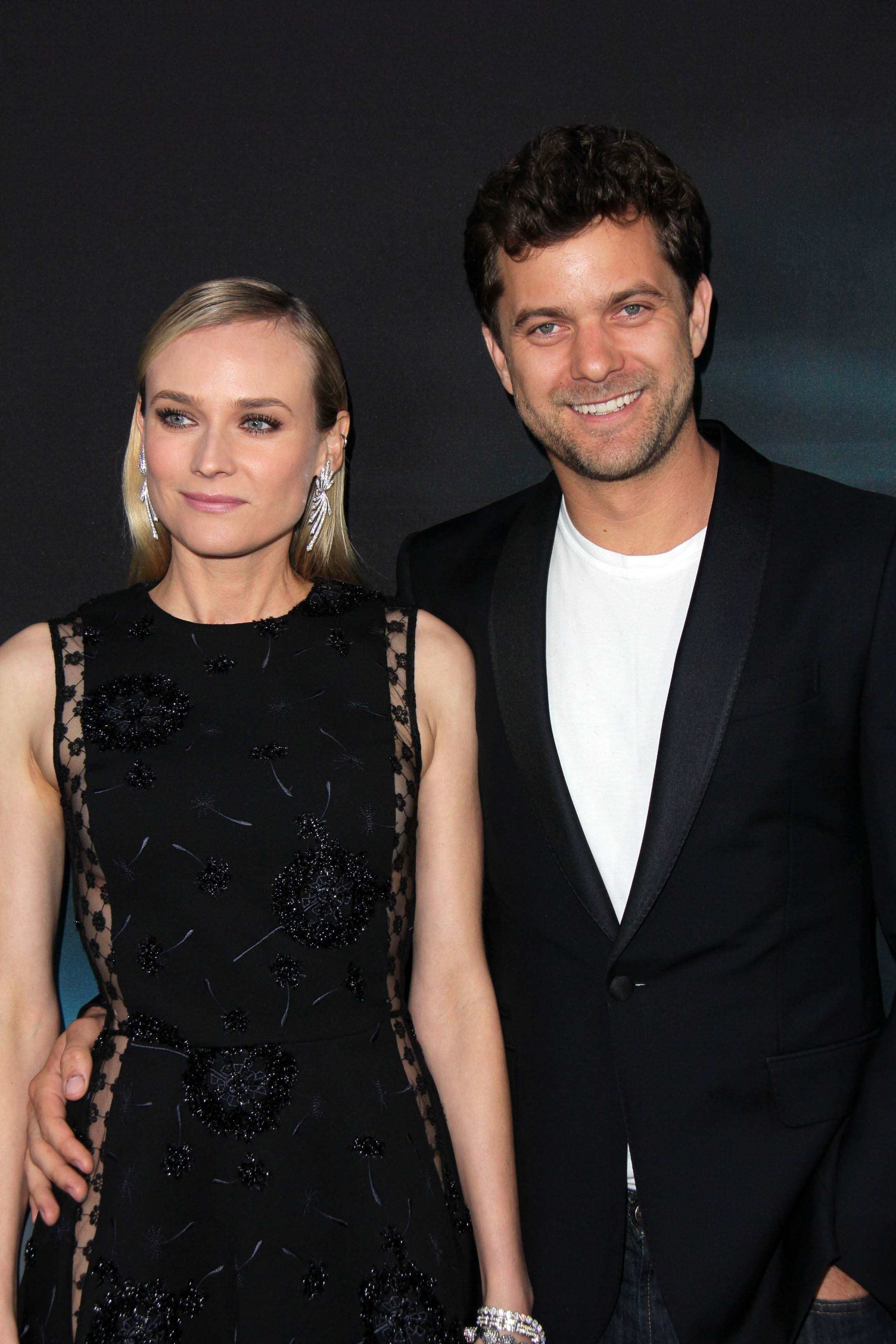 Celebrity couples who make being friends with an ex look easy TheFuss.co.uk